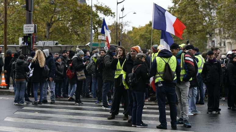 Le Parisien: год протестов «жёлтых жилетов» обошёлся властям Франции в € 17 млрд
