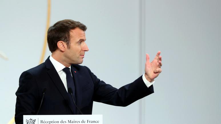 Le Monde: Восточная Европа возмущена пренебрежительным отношением Макрона