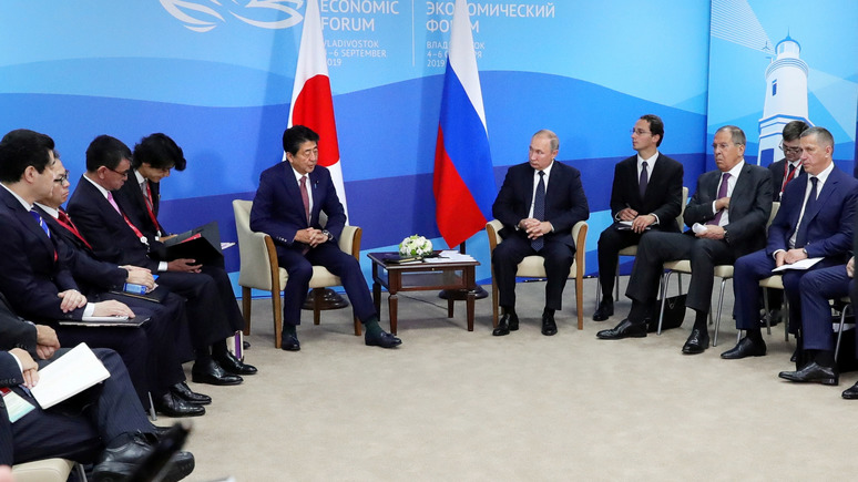 Hokkaido Shimbun: дрейфующая политика Абэ по отношению к России не приносит результатов