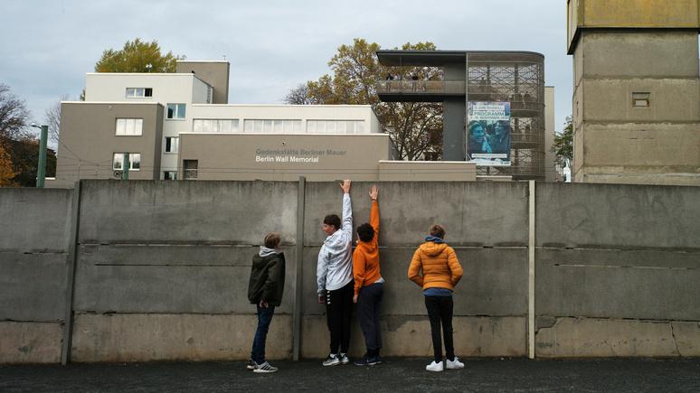 Французский историк: падение Берлинской стены стало первым шагом к «расзападниванию» мира