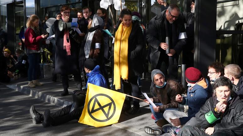 Focus: основатель Extinction Rebellion преуменьшил значимость холокоста ради пиара