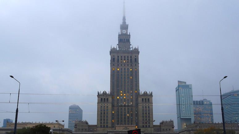 PR: польский эксперт предложил заменить сталинскую высотку в Варшаве памятником победы над большевиками