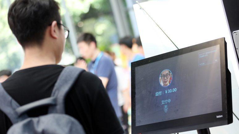 Guardian: китайские пользователи мобильных увидели в обязательном сканировании лица шаг к тотальному контролю