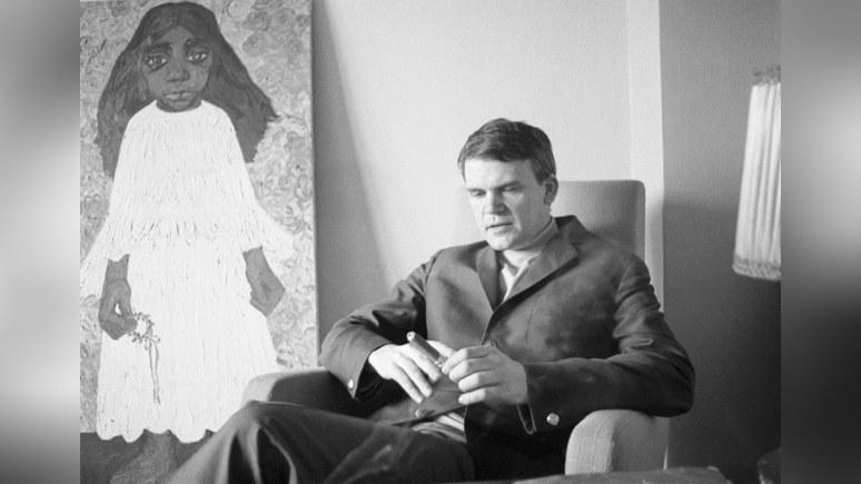 Le Figaro: «чешский писатель вернулся в Чехию» — Милану Кундере вернули гражданство спустя 40 лет после лишения