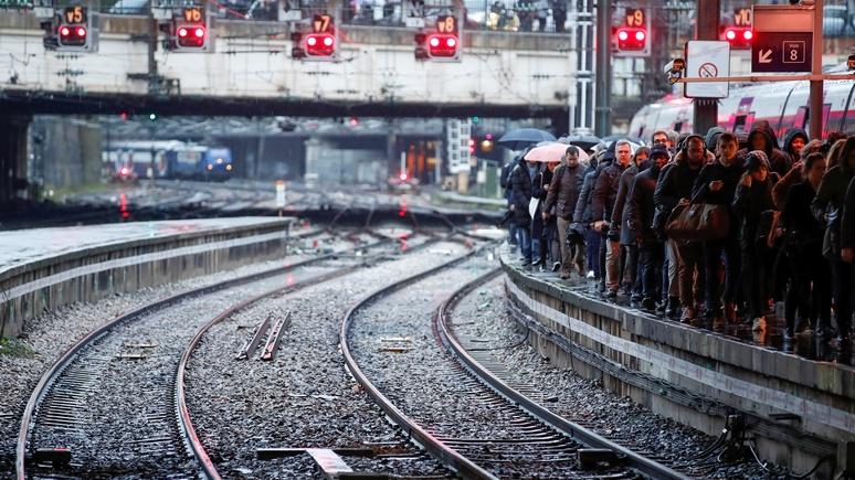 SRF: на пятый день забастовок парижские пробки растянулись на 600 км