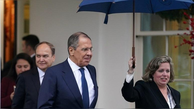 CNN: даже на фоне импичмента Трамп не стесняется «консультироваться» с Москвой