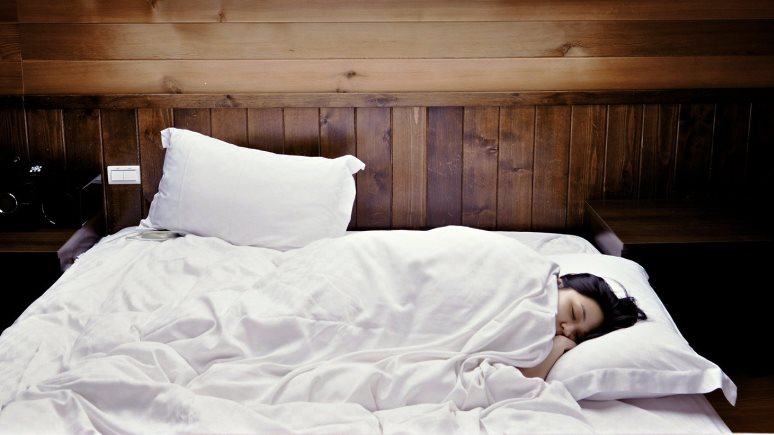 Wired: всё по науке — эксперты рекомендуют зимой спать дольше и приходить на работу позже