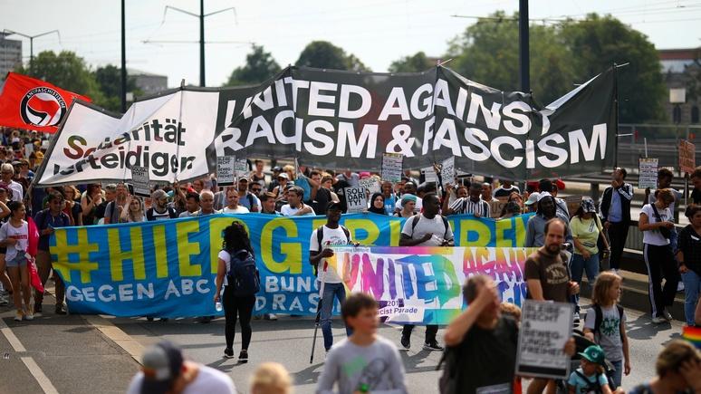 Welt: расизм для Германии — норма, но немцы предпочитают закрывать на это глаза