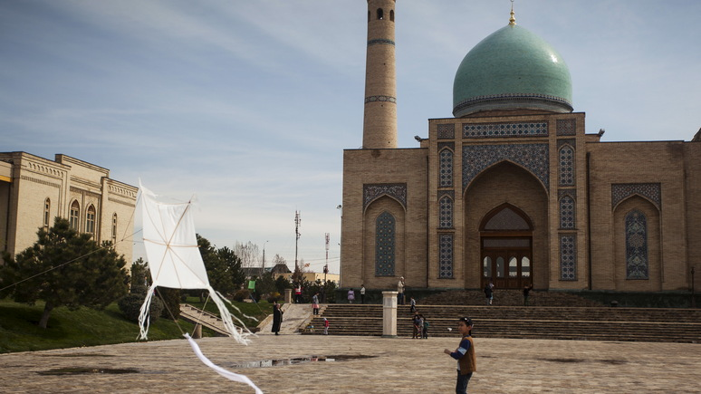 Economist похвалил Узбекистан за демократию и назвал страной года