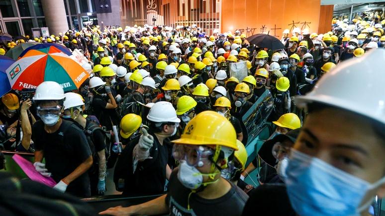 Разное стремление к независимости: обозреватель Business Times объяснил, почему Гонконг не Крым