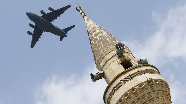 Bloomberg: Турция не спешит выходить из НАТО, но явно отдаляется от Запада