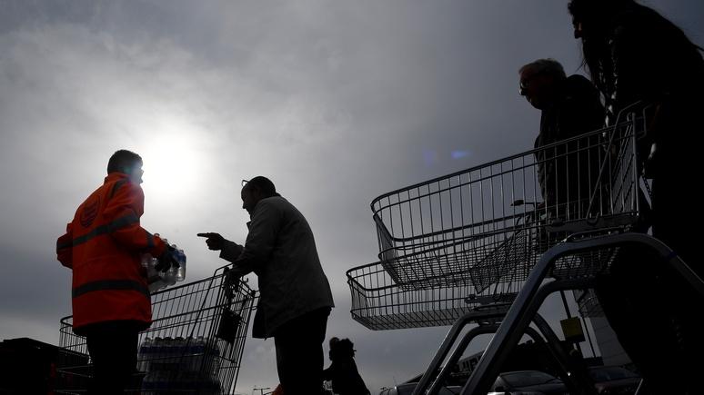 Daily Mail: будто конец света — в канун Рождества британские супермаркеты погрязли в очередях