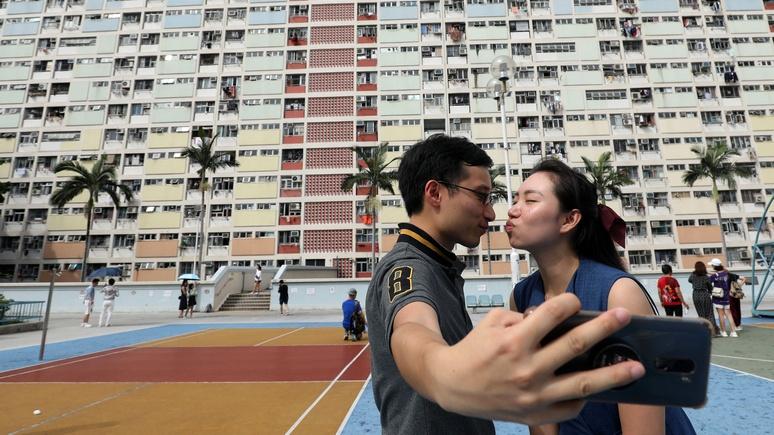 Sky News: китайскую молодёжь научат в университете, как строить романтические отношения