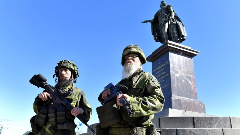 Berlingske: Швеция продолжает искать миллиарды на оружие для «защиты от России»