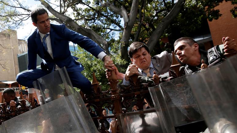 El Periódico: Гуаидо вернул контроль над парламентом и вновь принёс присягу