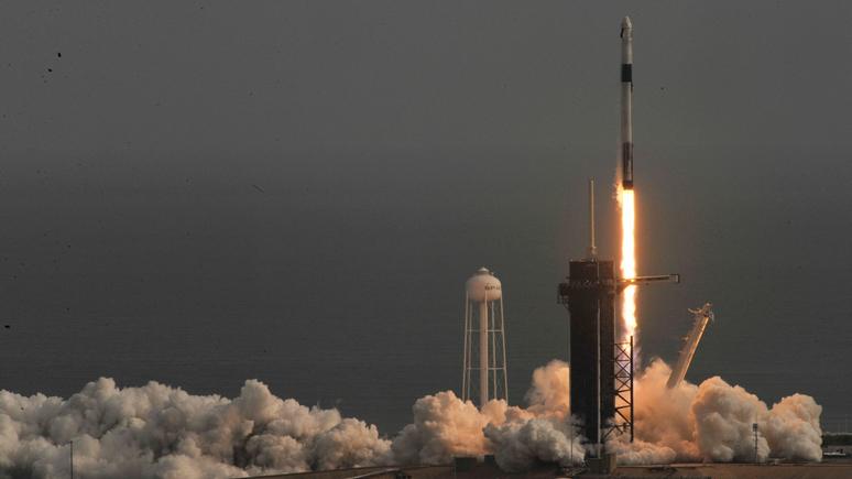 La Croix: SpaceX успешно испытала систему спасения на корабле-заменителе «Союза»