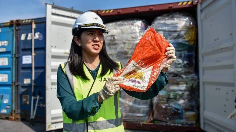 BFM TV: «мы не мировая помойка» — Малайзия вернула контейнеры с мусором развитых стран