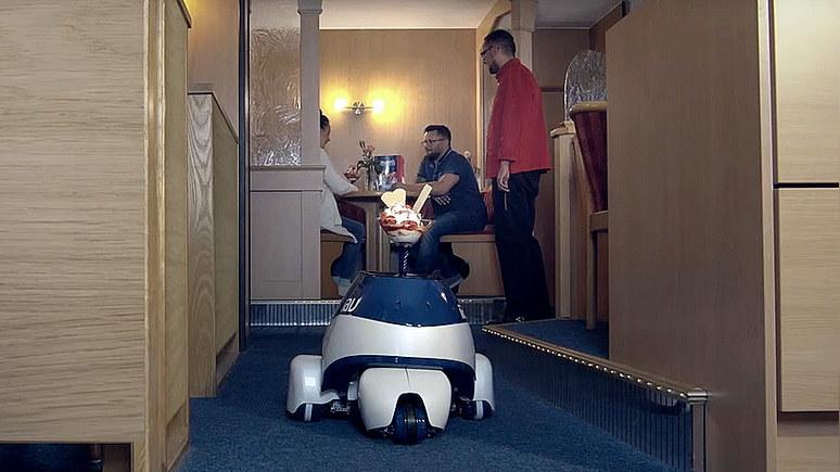 Bild: в немецком кафе испытали робота-официанта