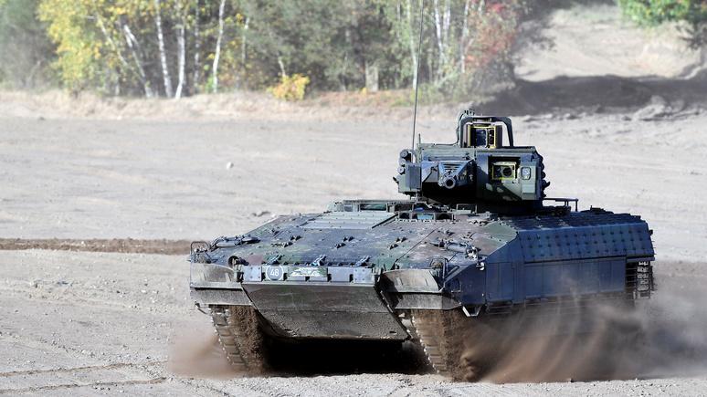Bild: из-за проблем с бронетехникой немецкие командиры используют на учениях обычные автомобили