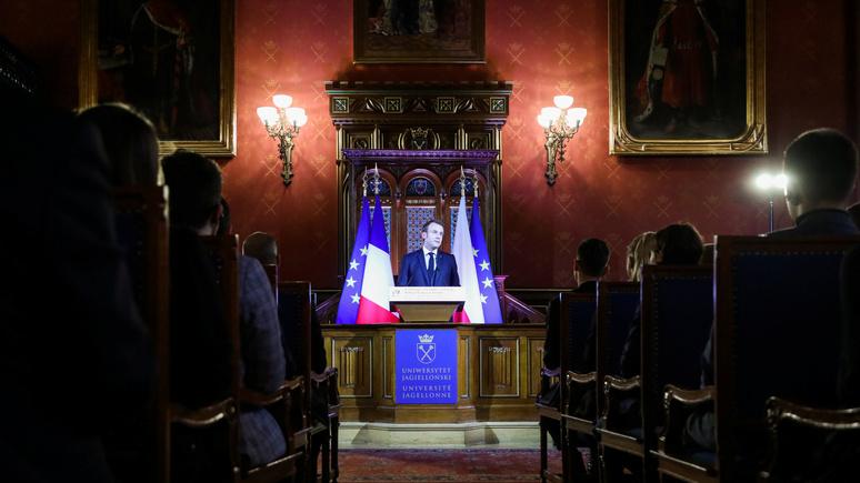 Le Monde: Макрон напомнил Польше о европейских ценностях и поддержал её в «историческом споре» с Россией