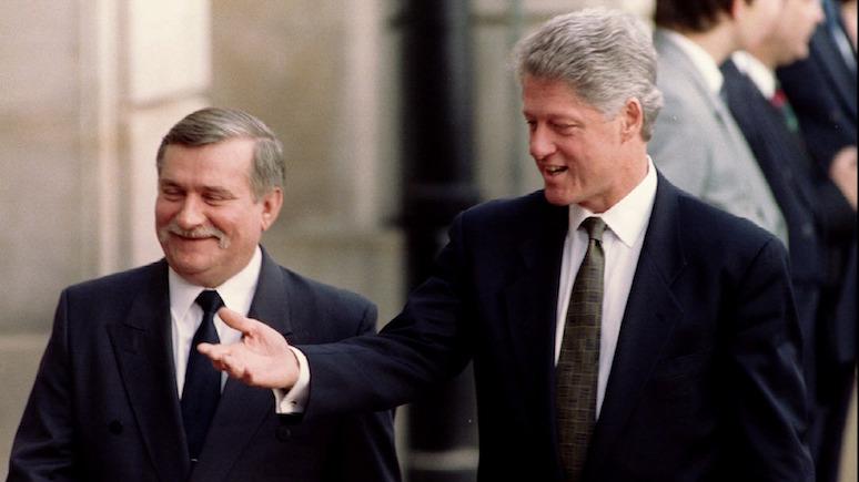 «Не очень богатую, но и не очень бедную» — в 90-е Валенса «заказал» Клинтону Россию, которую можно не бояться