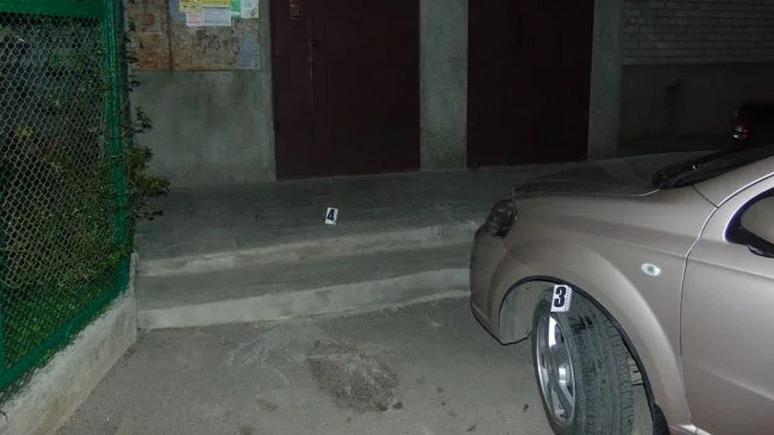 24 канал: украинские полицейские справили нужду на автомобиль и подстрелили его владельца