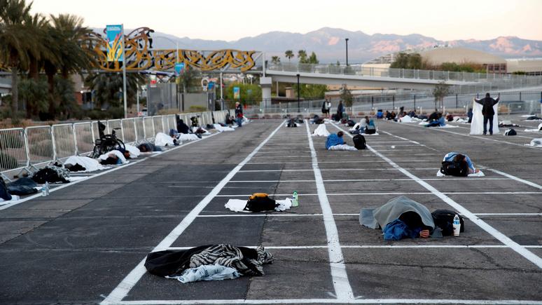 Guardian: в Лас-Вегасе приют для бездомных на месте парковки вызвал шквал критики в соцсетях — ИноТВ