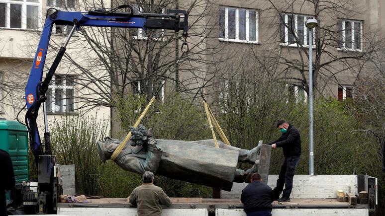 Parlamentní listy: демонтаж памятника Коневу — позор для всего чешского народа