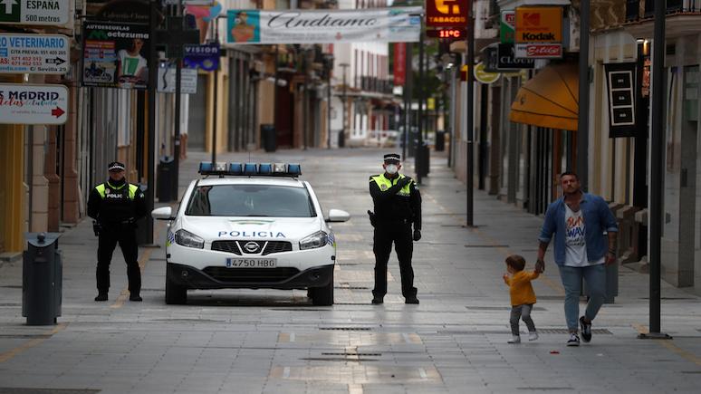 NPR: дети в Испании смогли покинуть свои дома впервые за полтора месяца
