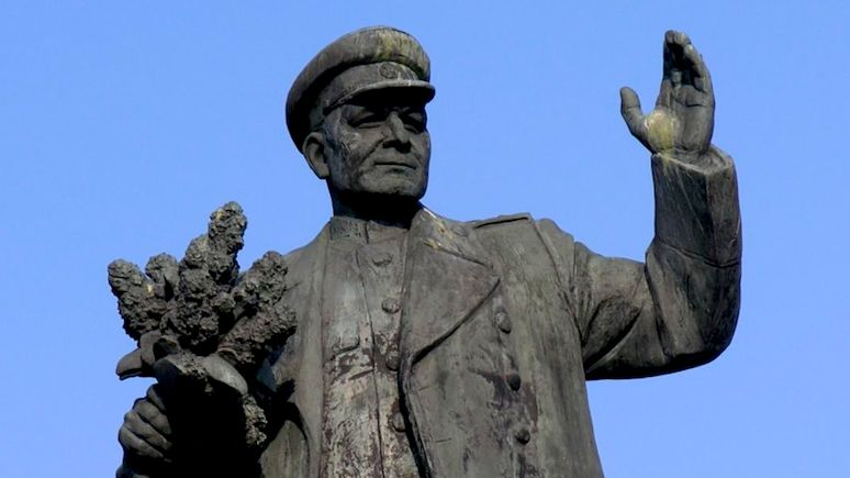 Польский эксперт пожалел, что советские памятники не снесли ещё в 90-е