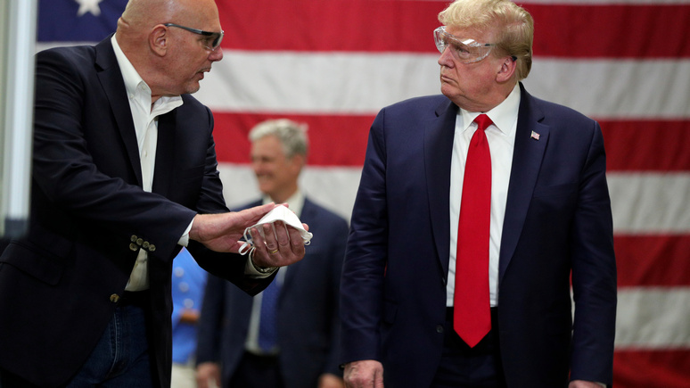 Bloomberg: Трамп собирается открыть экономику США — даже если от коронавируса умрёт больше людей