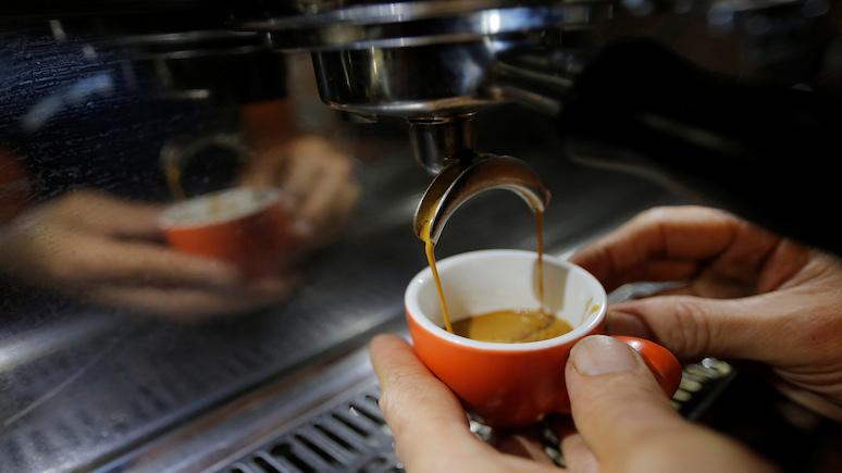 Times: чай впервые уступил кофе по популярности в России, несмотря на «глубокие корни в российской культуре»