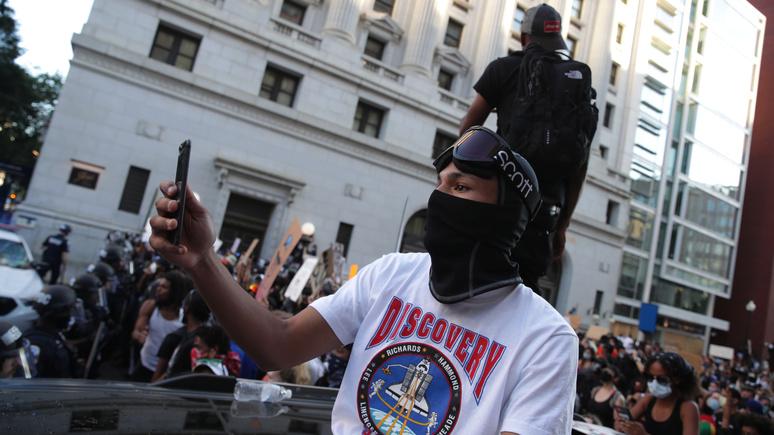 CNN: Facebook, Twitter, Nike, Netflix — крупные американские компании поддержали антирасистские протесты