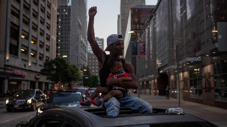 Le Monde: «реальность немного сложнее» — протесты в США не стоит объяснять финансовыми проблемами афроамериканцев