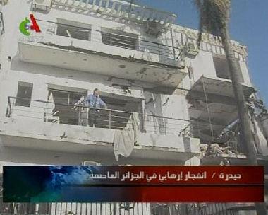 47 قتيلا في انفجارين هزا الجزائر