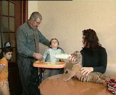 نمران يعيشان في كنف عائلة روسية