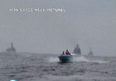 الزورق الإيراني والسفن الأمريكية