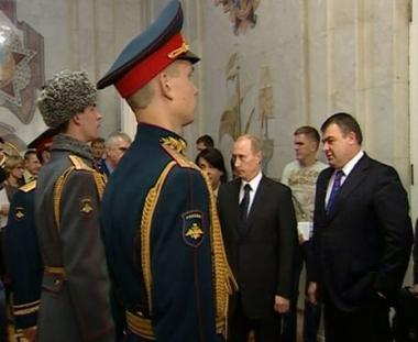بوتين يطلع على زي عسكري جديد