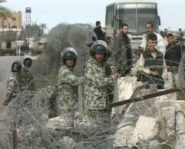 شرطة حماس عل الحاجز الحدودي بين غزة ومصر