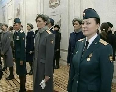 عرض للأزياء العسكرية يتوافق وآخر صيحات الموضة