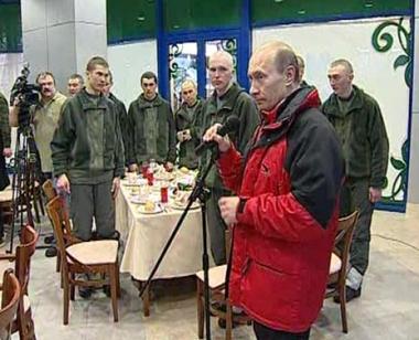 الرئيس بوتين يتفقد وحدة عسكرية في شمال القوقاز