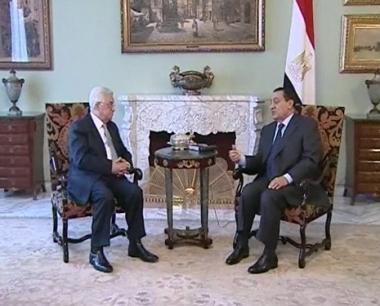 عباس في القاهرة للبحث في قضيتي المعابر والمفاوضات