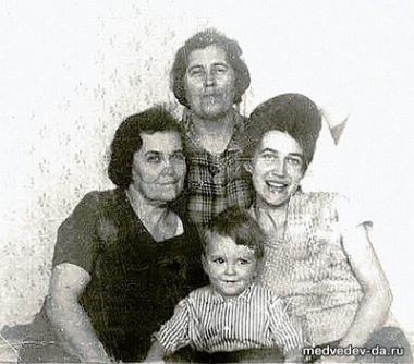 مدفيديف في فترة طفولته