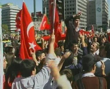 احتدام التوتر بين العلمانيين والحكومة التركية