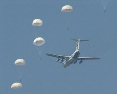 تدريبات عسكرية بروسيا  يشارك فيها 1000 مظليّ