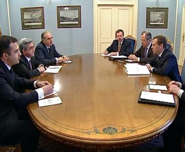 بحث آفاق التعاون الاقتصادي بين روسيا وأرمينيا