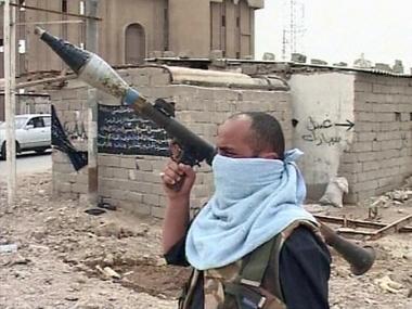 مقتدى الصدر يطلب من أنصاره عدمَ تسليمِ أسلحتهم