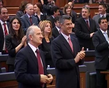 برلمان كوسوفو يقر دستورا جديدا للبلاد