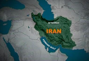 إيران تنفي تعرض أي من زوارقها لنيران سفن أمريكية