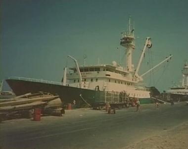 السفينة الاسبانية وطاقمها تتحرر من اسر القراصنة الصوماليين